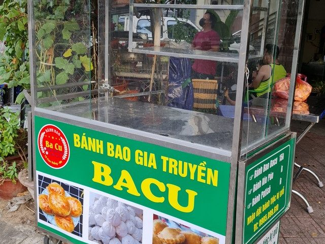 Dán decal trang trí tủ inox tiệm bánh bao ăn vặt tại Đà Nẵng